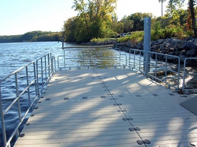 Hurricane rated floating dock system